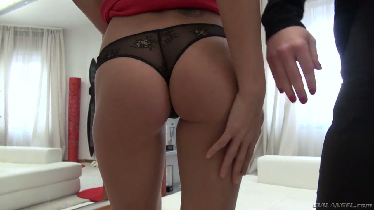 bit tits curvy ass