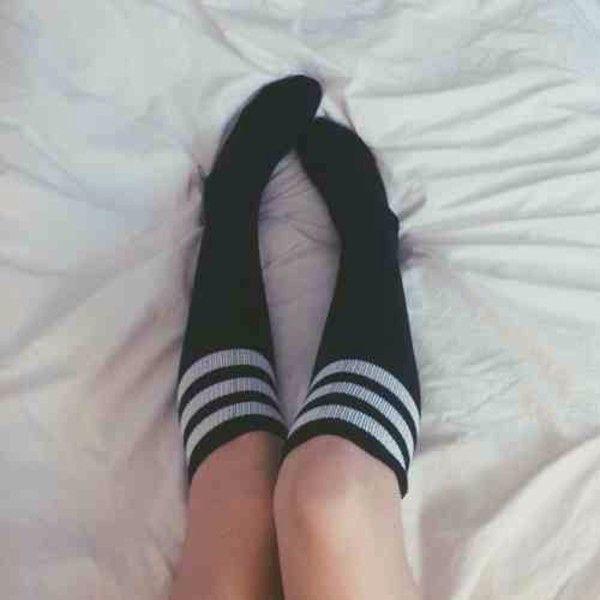 tumblr girls knees on