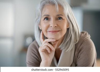 old woman foto