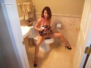 toilet girls on pissing