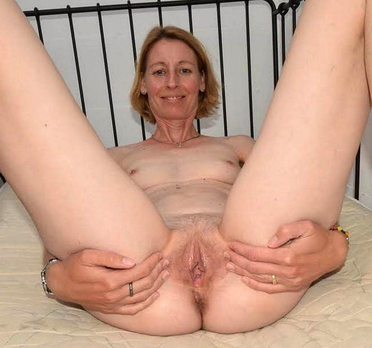 nude mature womwn