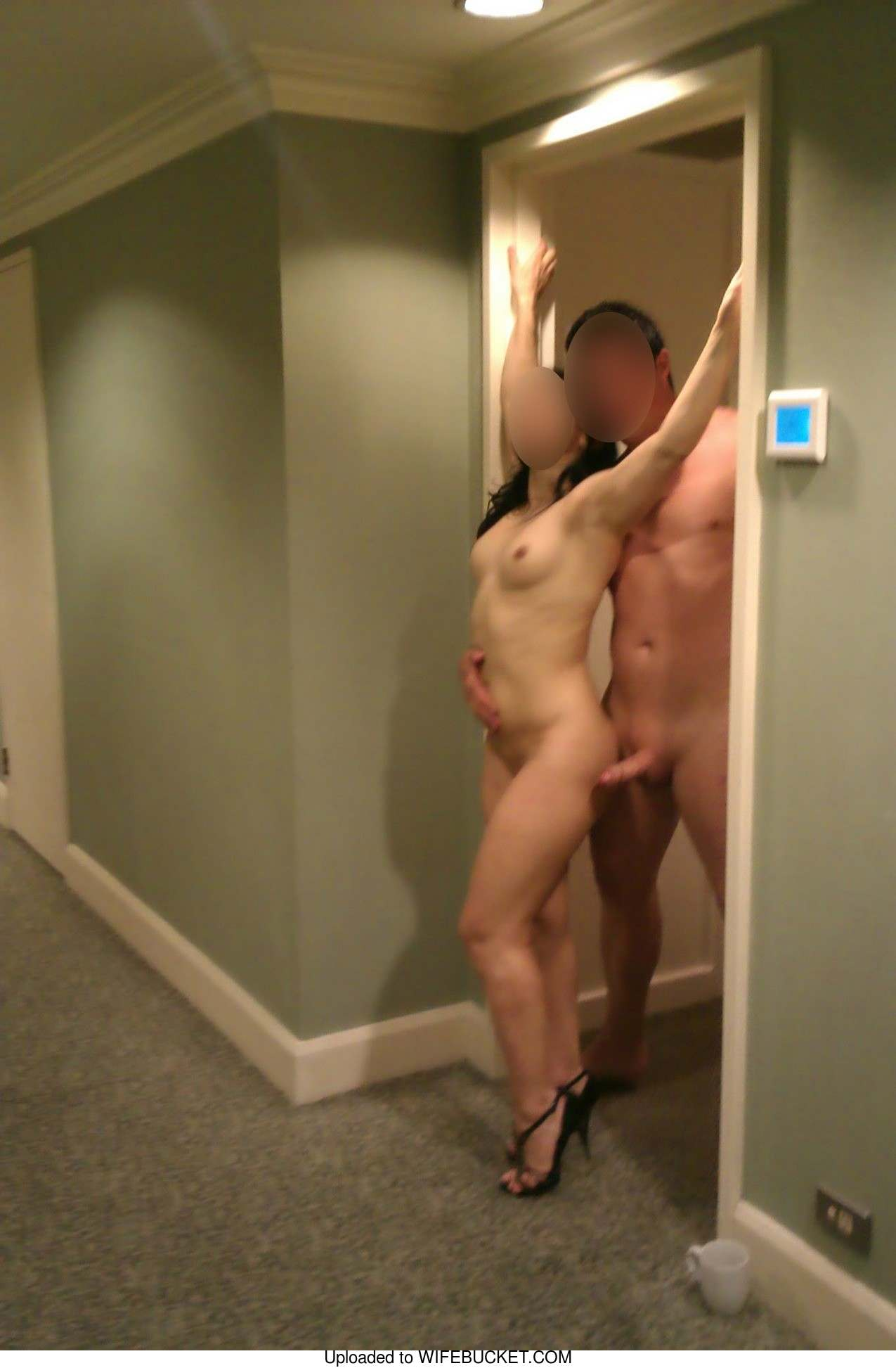 flash nude hotel