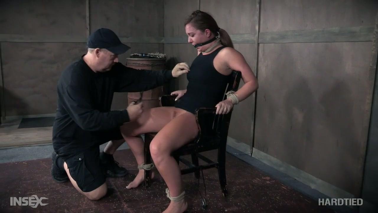 naked hot masterbaiting girl