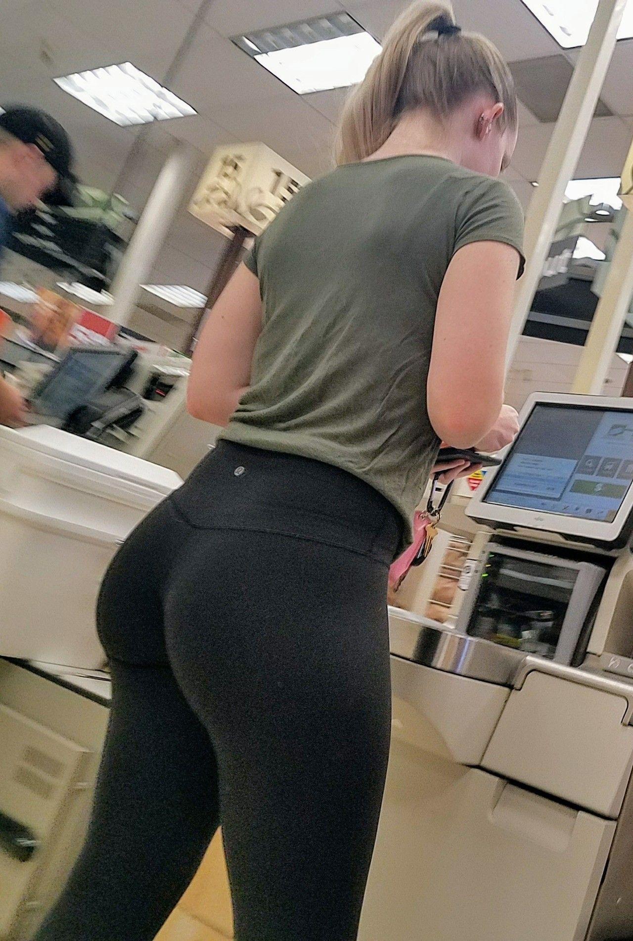ass college nice girls