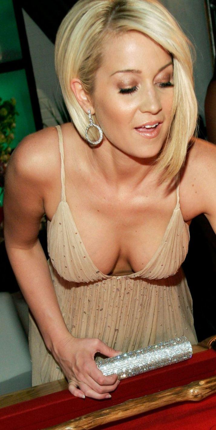 kellie picklers naked tits