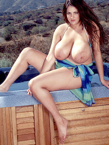 naked eden mor
