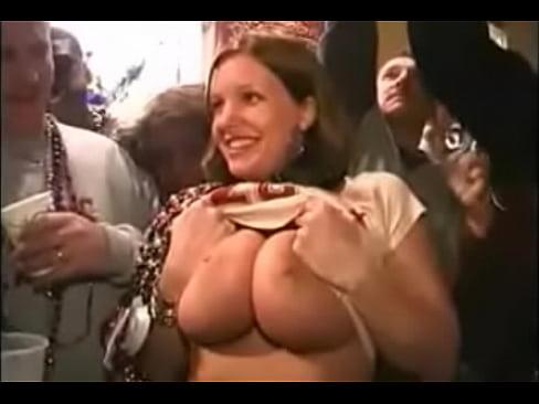 mardi 06 gras boob