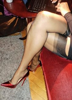 second smoke hand pantyhose in