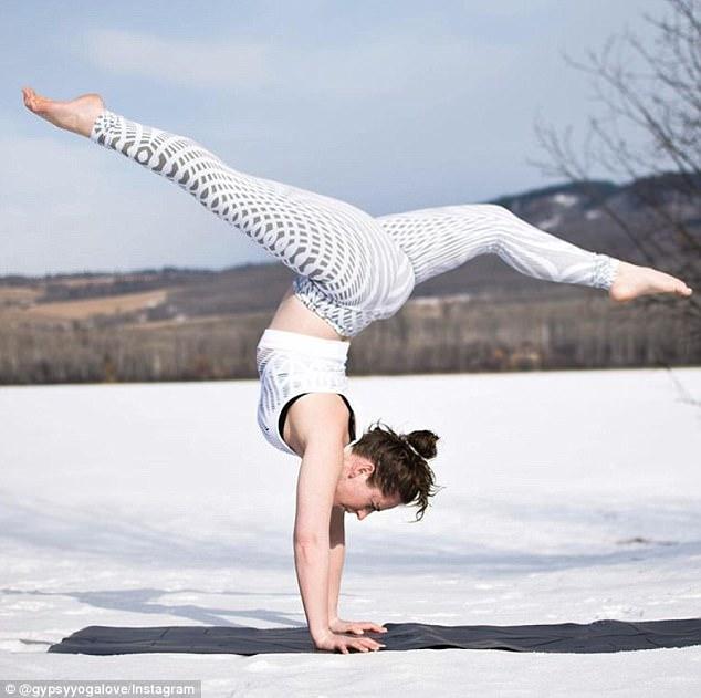naked doing in snow yoga girls